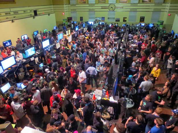 image of crowd at Level Up 2014