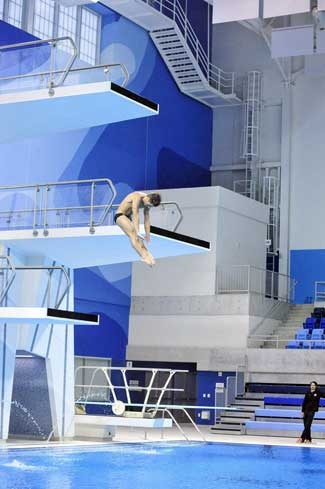 photo of diver at UTSC's Pan Am pool