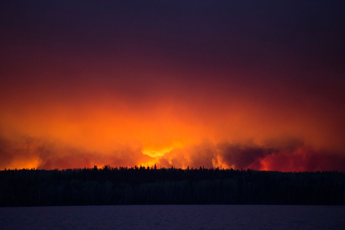 photo of fire on horizon at Fort McMurray