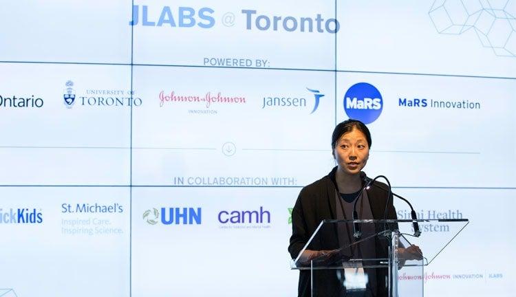 photo of Zheng at lectern