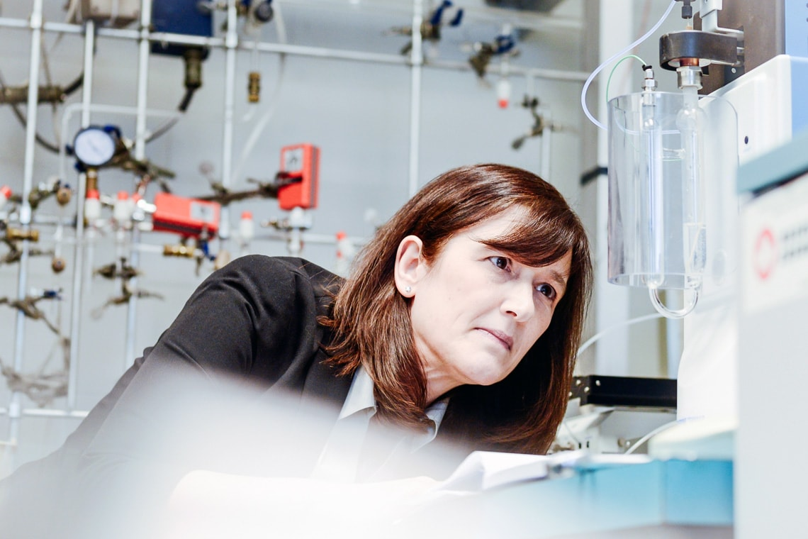 photo of Barbara Sherwood Lollar in lab