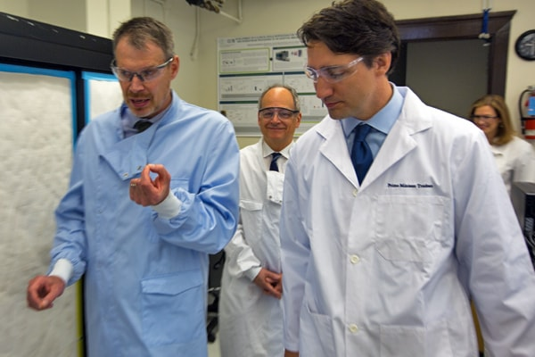 Photo of Prime Minister Justin Trudeau, U of T's President, and Peter Zandstra