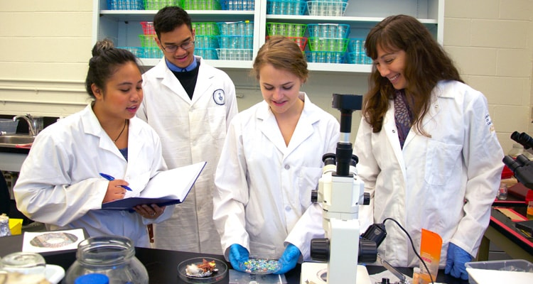 photo of Rochman in lab with students