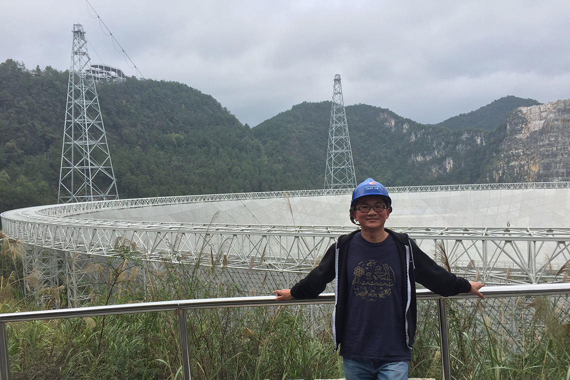 photo of Ue-Li Pen at the FAST radio telescope in China
