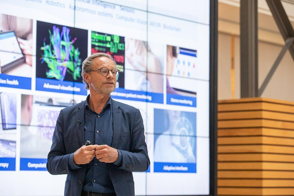 Jeroen Tas speaking at the lecutre
