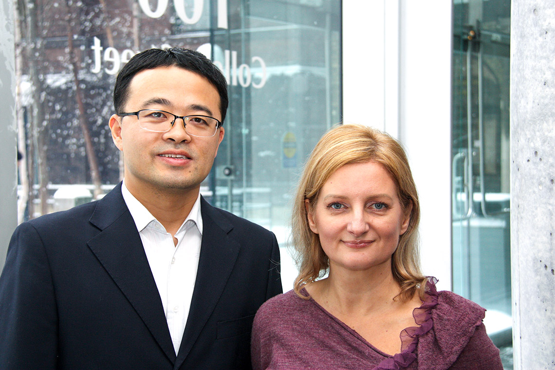 Postdoctoral fellow Conglei Li and Professor Jennifer Gommerman