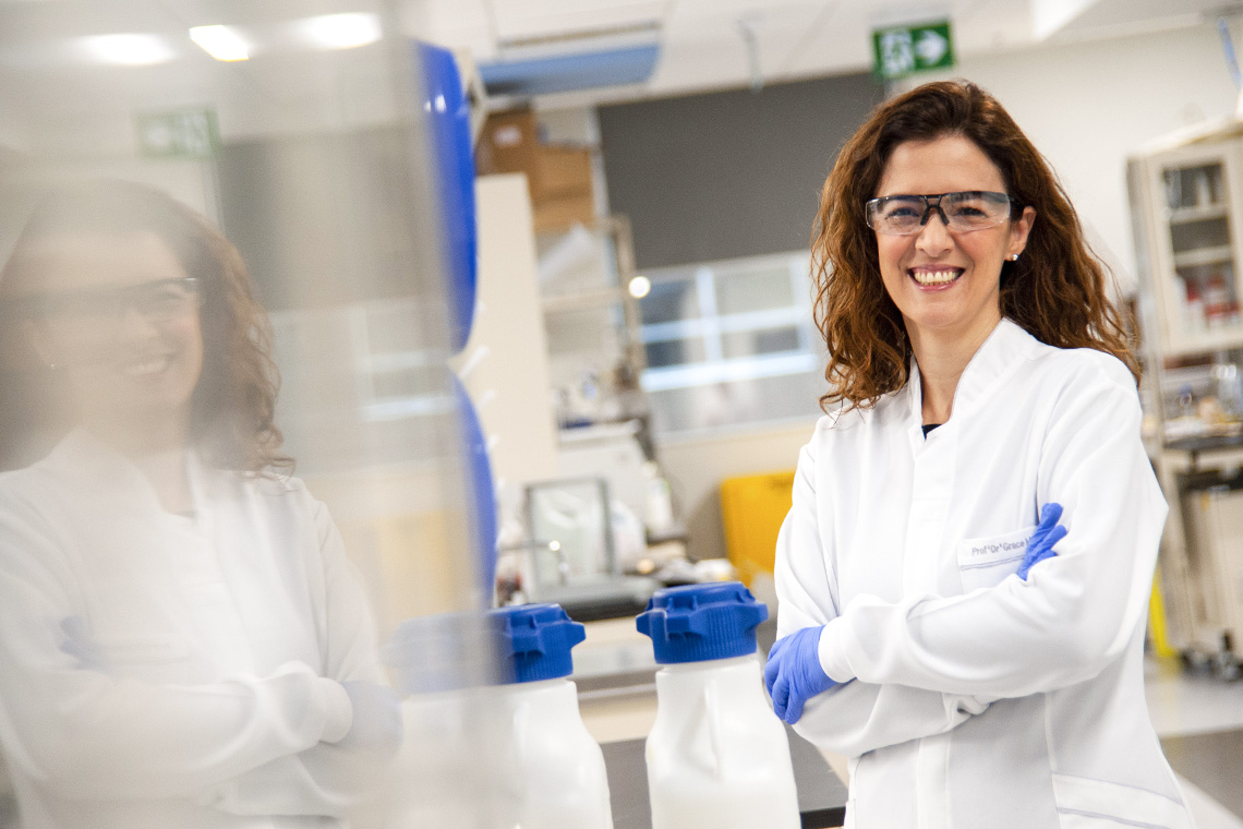 Photo of Grace De Souza in the lab