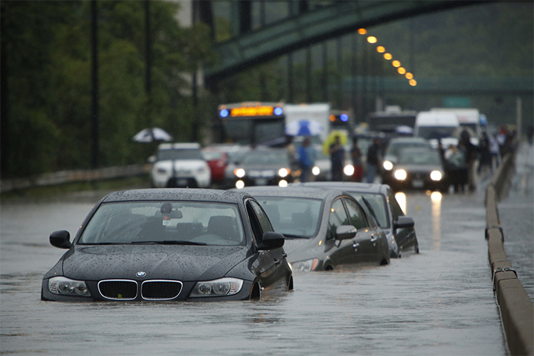 Cars on the flooded Don Valley Parkway