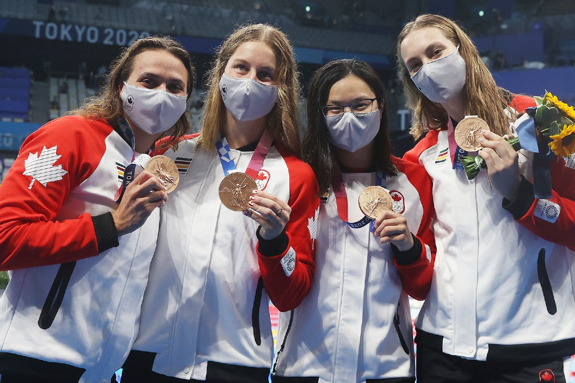 Women's relay swim team