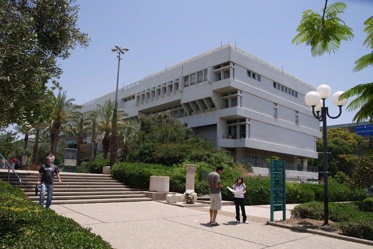 Students outside Tel Aviv University