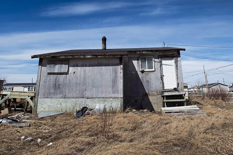 Photo of dilapidated house in Attawapiskat