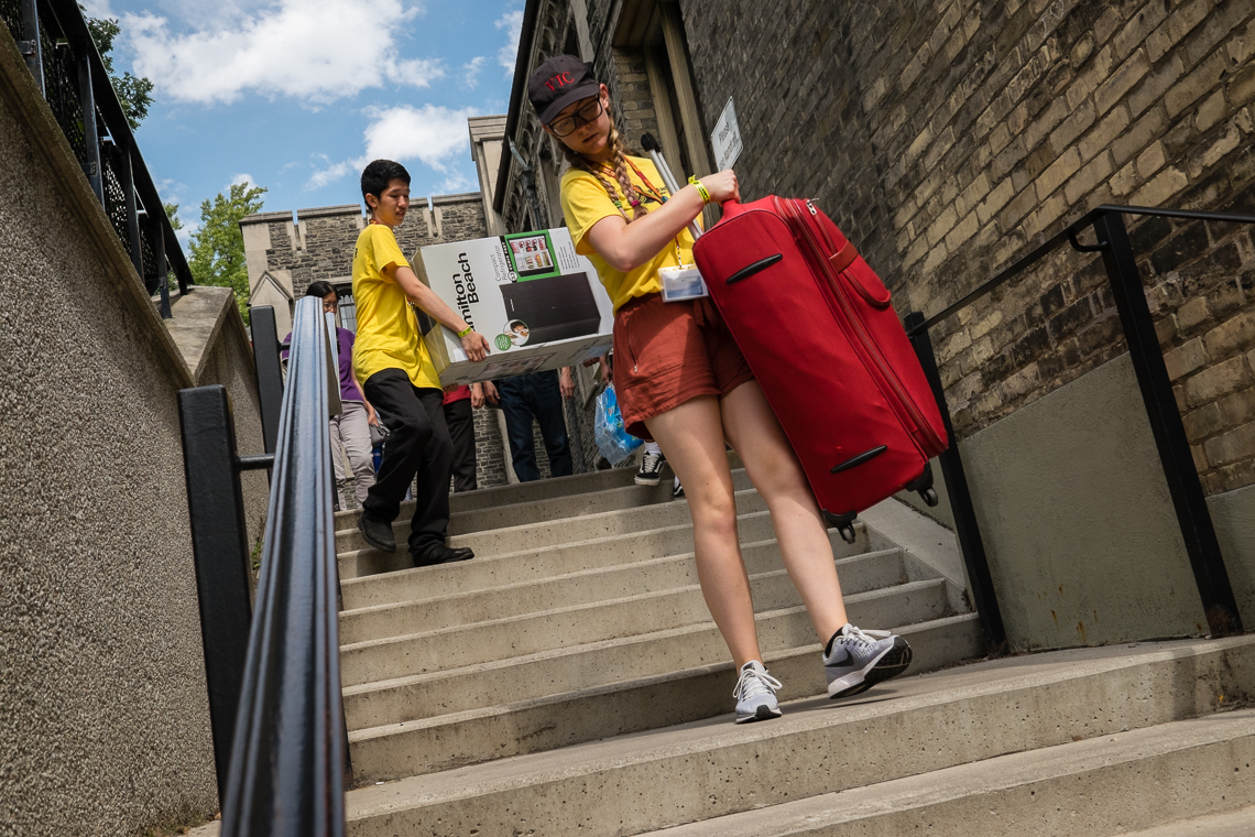 Photo of students bring their things to their dorms