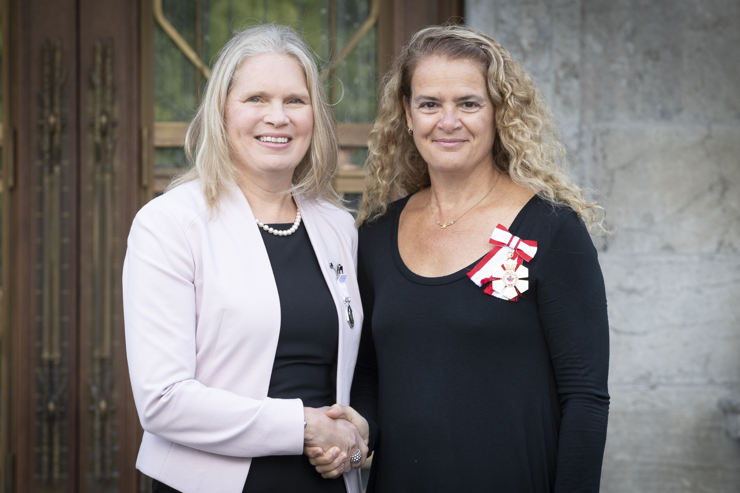 Susan Chatwood receives the Polar Prize from Julie Payette, Governor General of Canada
