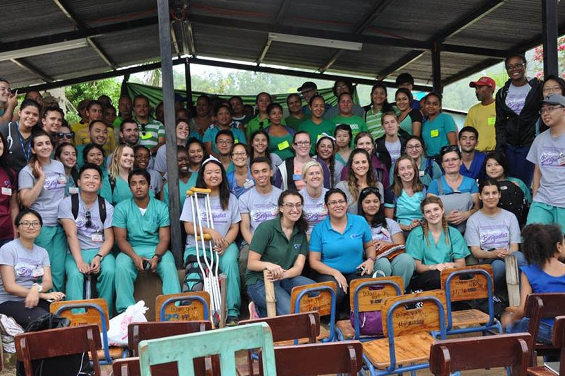 Student volunteers, Canadian healthcare professionals, Global Brigades staff and community volunteers in El Tablon, Honduras