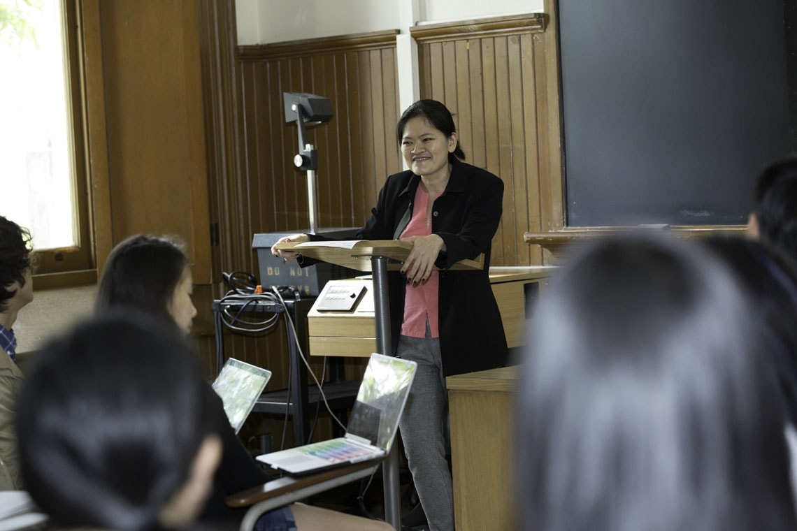 Lynette Ong teaching to students