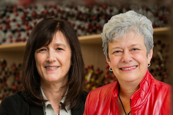 Photo of Linda Hutcheon and Barbara Sherwood Lollar