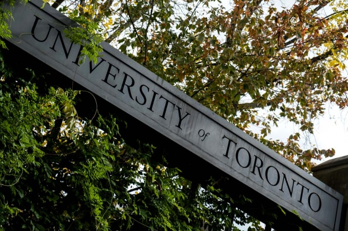 photo of U of T sign