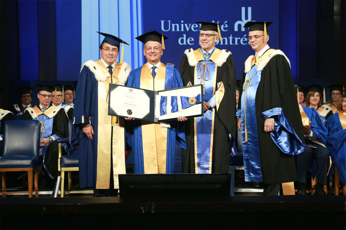 Photo of Meric Gertler receiving an honorary degree