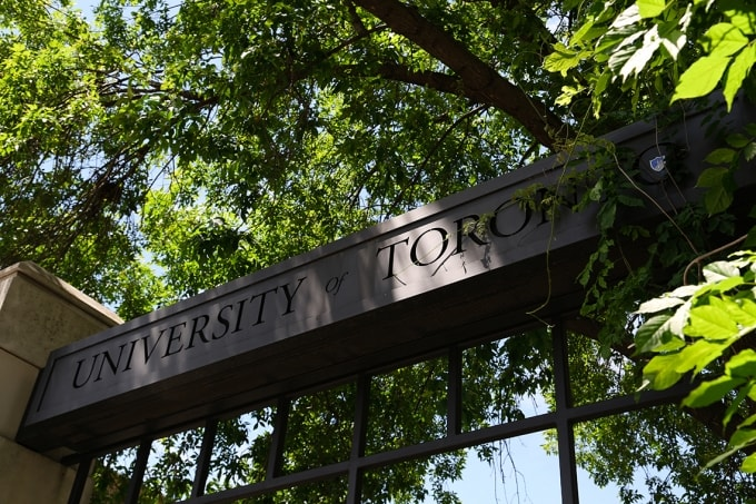 U of T sign Alumni Gates, Faculty of Applied Science & Engineering