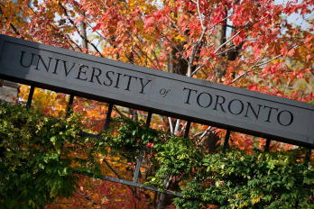 Photo of U of T sign in fall