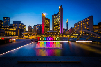 "photo of the ""Toronto"" sign at Nathan Phillips Square"