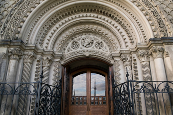 photo of doorway at University College